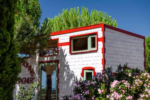 Tiny house Stendhal Serena et des arbres